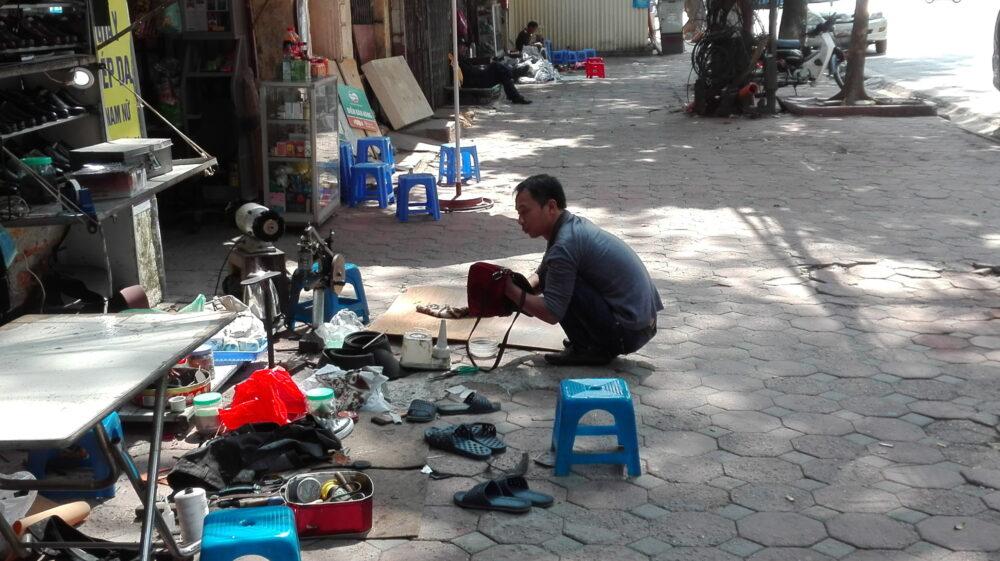Hanoi, quando la strada è il negozio